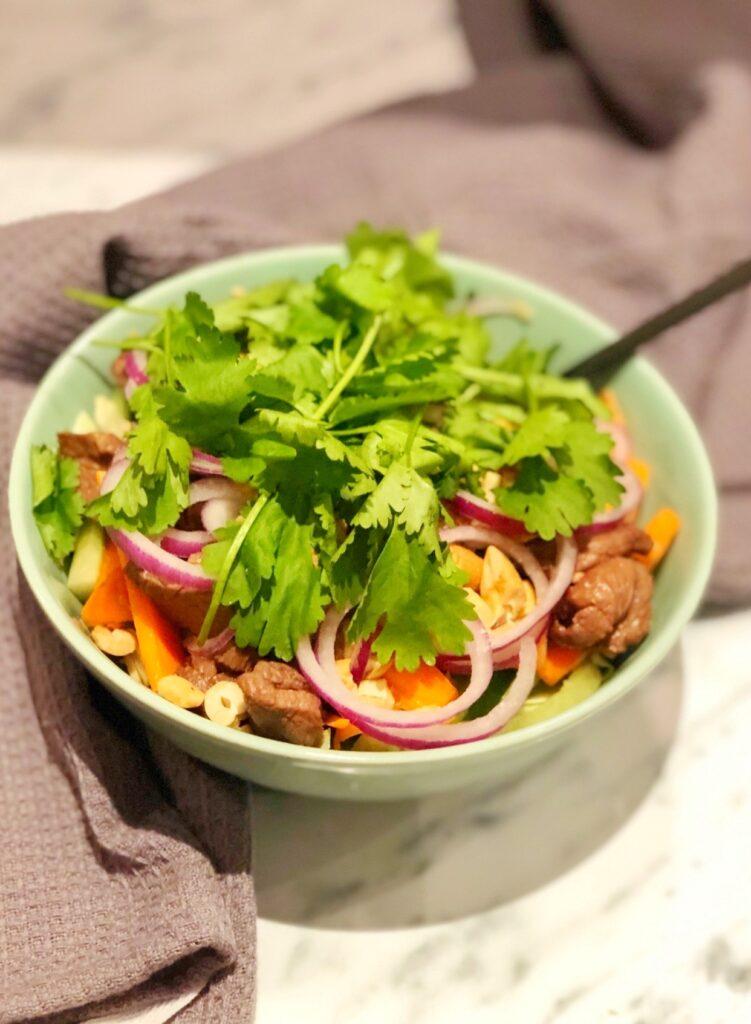 Thai beef salad: En salat du ikke må gå glip af!
