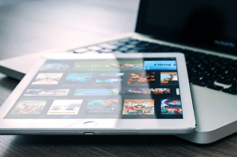 Kvinderudenfilter.dk redaktionen anbefaler dig at se disse serier på Netflix, Viaplay og HBO