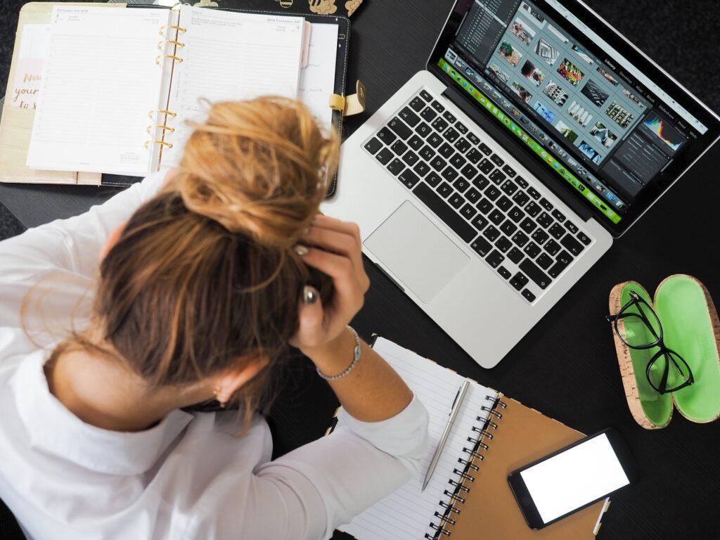 10 grunde til at det er lort at være kvinde på et kontor fyldt med mænd