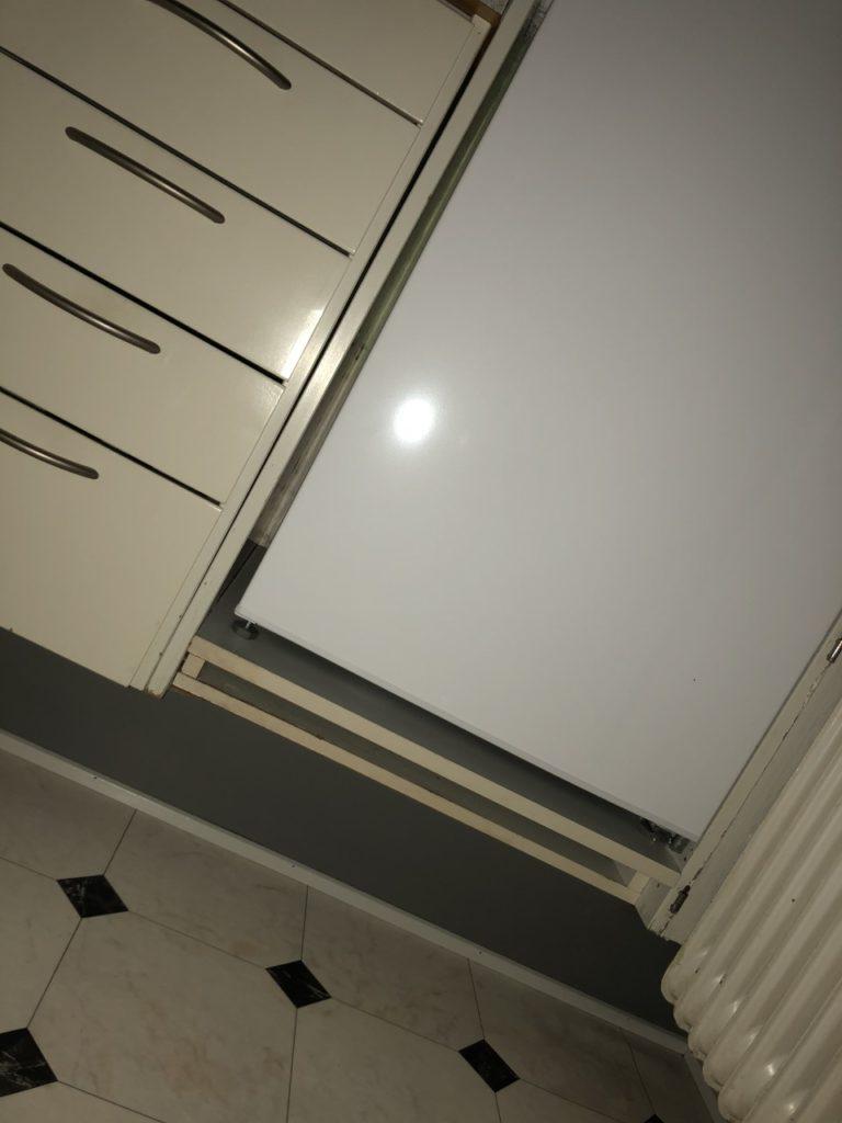 At sove i køkkenet..